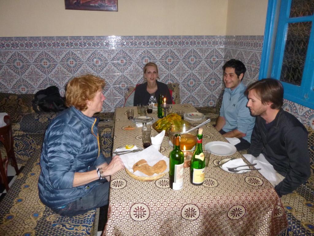 Wederom couscous met wortel, hèt lokale gerecht.