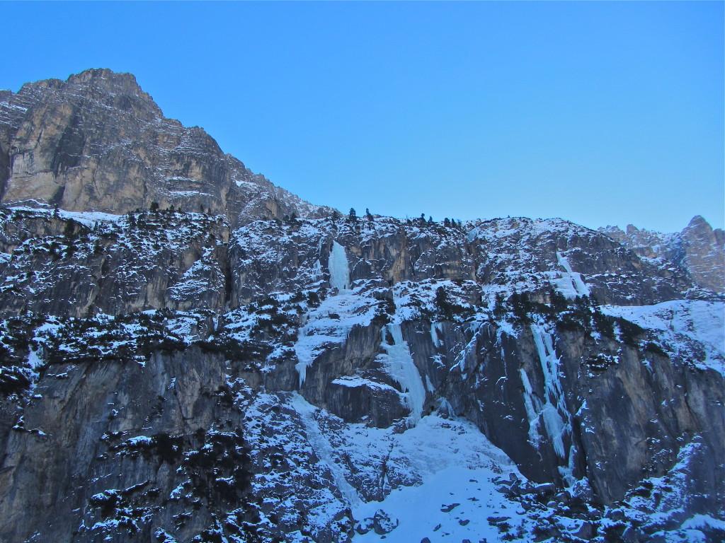 In het midden de route Eiszeit, vanaf de Pinnis alm.