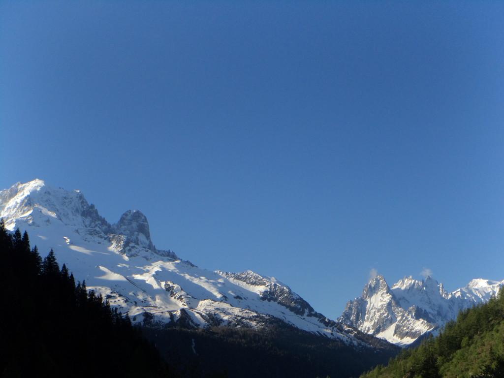 Zicht op de Aiguille Verte, Dru en de Grand Charmoz noordwand vanaf Vallorcine.